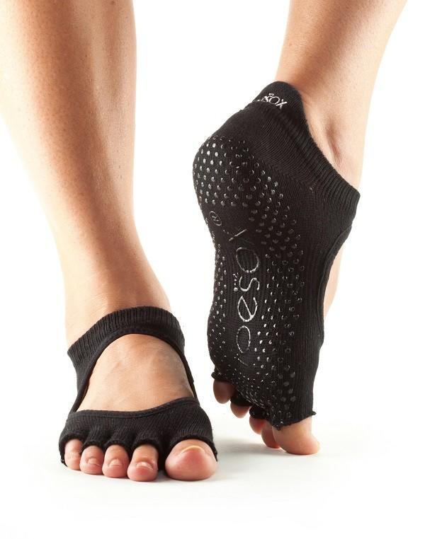 protiskluzové ponožky na jogu